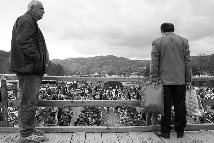 turist-and-shopper-in-negreni-2011