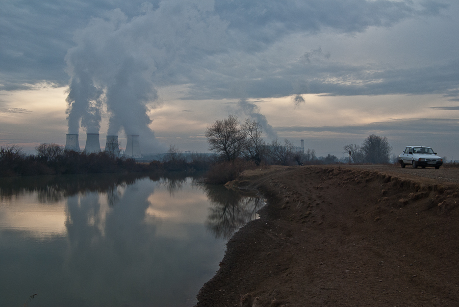 the-mures-river-with-the-cooling-towers-of-the-iernut-thermal-power-plant